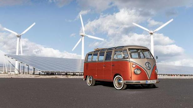经典的大众T1拥有200公里的电池续航时间和敞篷车顶,以电动汽车的形式回归