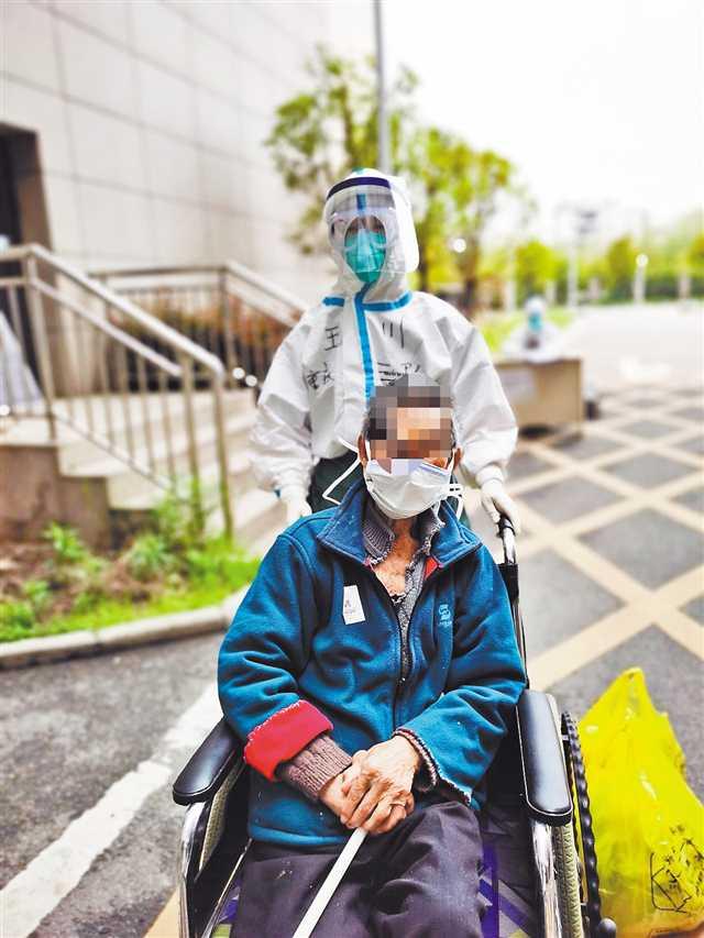 重庆市第三批支援湖北医疗队病区清零