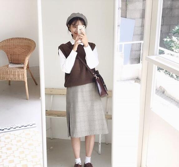 白袜+白帆布鞋+淡雅配色=清新邻家女孩