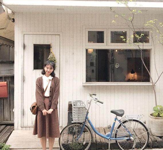 白袜+牛津/乐福鞋+暖色系服装=森林系女孩