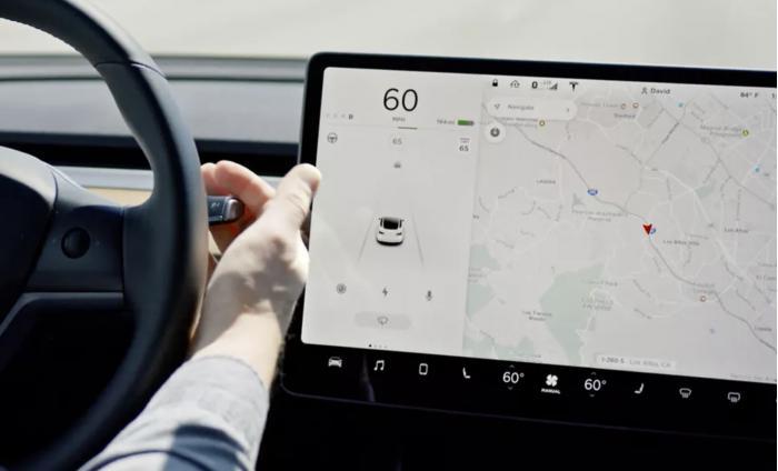 特斯拉自動駕駛儀現在可以識別交通信號