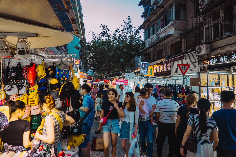 实拍武汉夜市:城市人文朝气蓬勃,但这样的夜市越来越少见