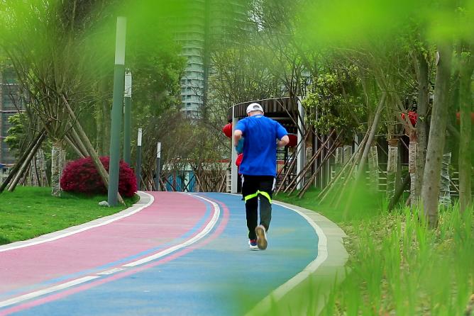 原创             当你跑步时,成都在发生什么