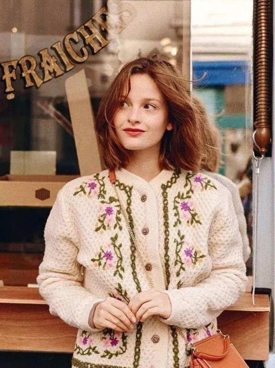 """穿什么卫衣?这件""""奶奶衫""""才是今年春夏爆款,美爆!"""