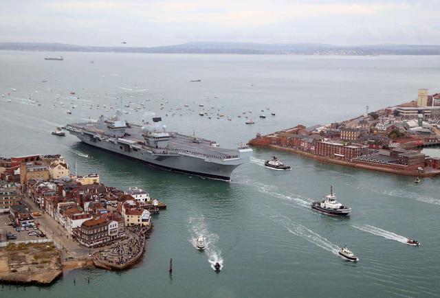 美同时开建两艘航母,却称没钱还债,专家分析:中国不追债很明智
