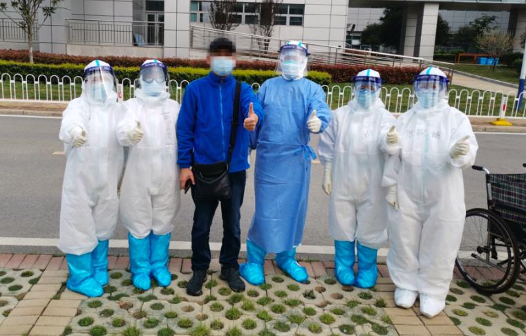"""新冠肺炎   武汉同济的护士们如何教患者""""戴着呼吸机学游泳""""?"""