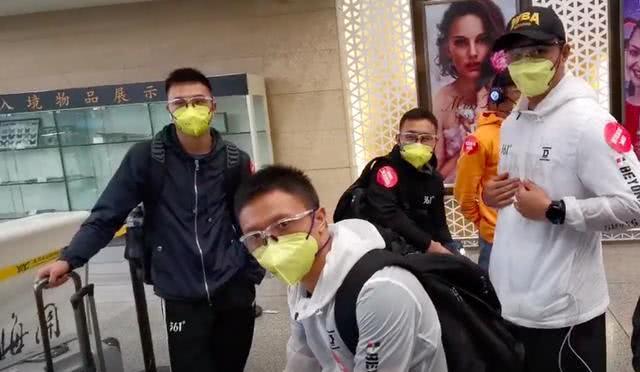中国2大拳击格斗之王,张伟丽酒店练重拳,徐灿5000元高价票返回