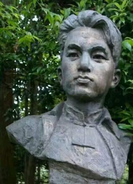 他曾任红军第一师第一团第一连党代表,被誉为天字第一号指导员