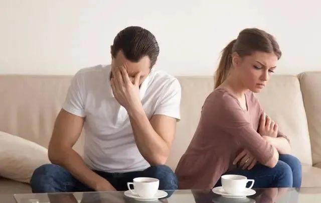 女人婚外情,只不过是由于这3点,第2个行为最天真!