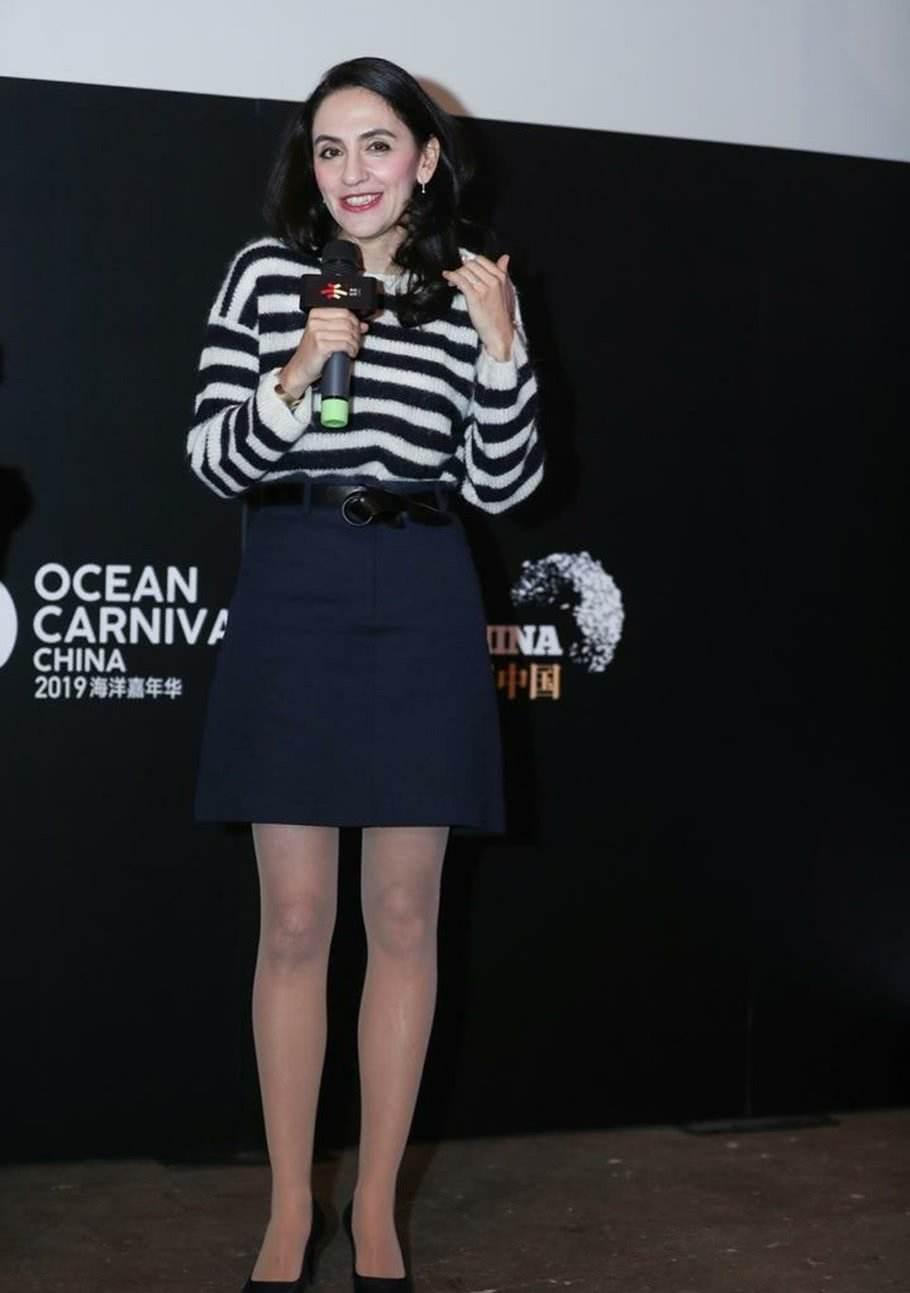 原创刘烨老婆化了妆才有气质,素颜就像黄脸婆,干瘪又没女人味!