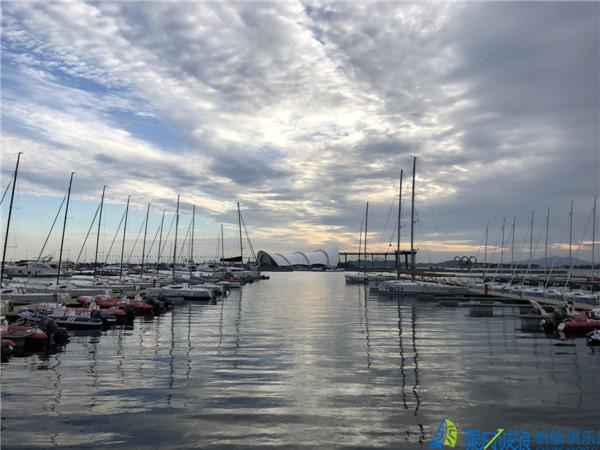 """在奥帆之都青岛从""""看帆船""""到""""玩帆船"""",其实就差一次帆船出海体验?"""