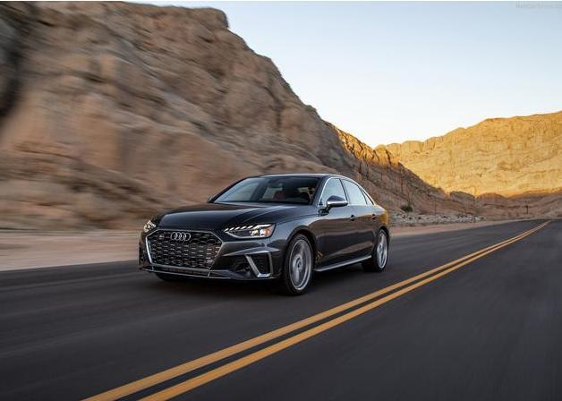3.0T六缸发动机榨出350匹马力,零百加速4.4秒,新款奥迪S4来了