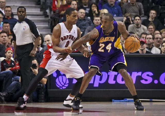 NBA第一科蜜!德罗赞穿过的科比球鞋,还有2件湖人复古球衣