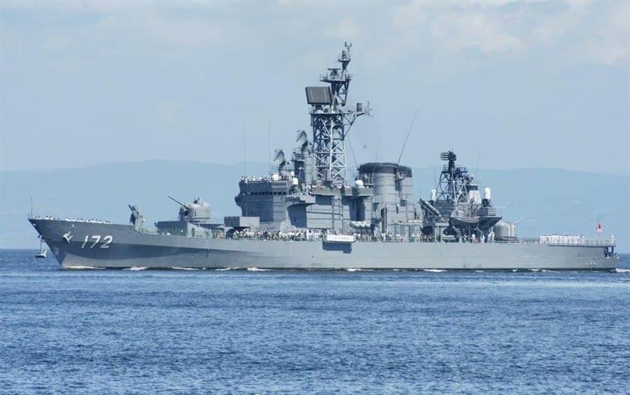 日本又闹出国际笑话,其军舰干不过中国渔船,反被撞出1米大窟窿