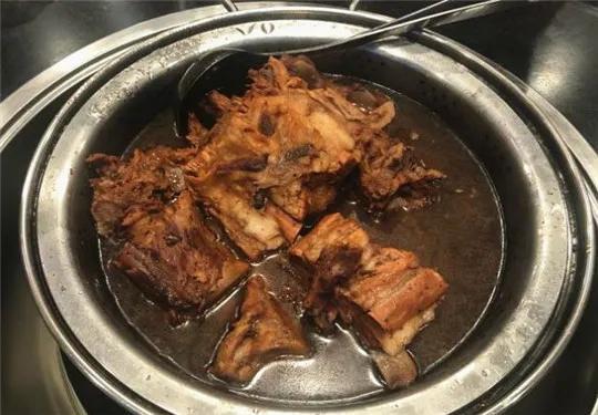 吃遍大连丨特别想来份热腾腾撒着葱花香菜的羊肉汤,配个烤饼,美滋滋的舒坦~