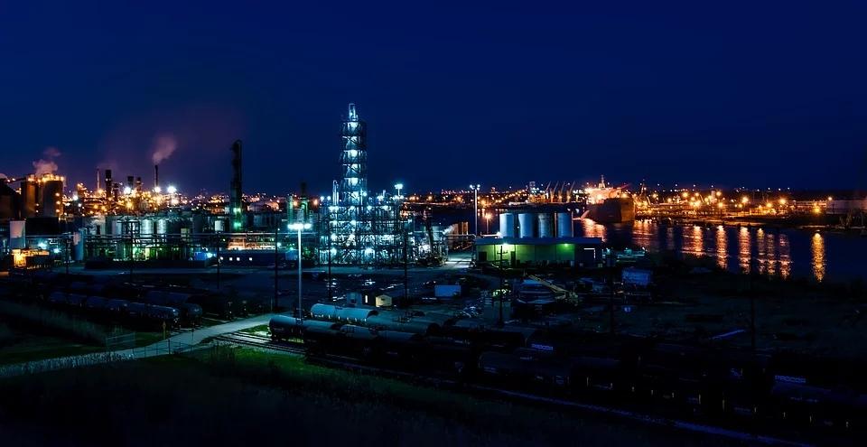 成品油碰到地板价保护伞,如此大的价格差,炼油企业会赚翻吗?