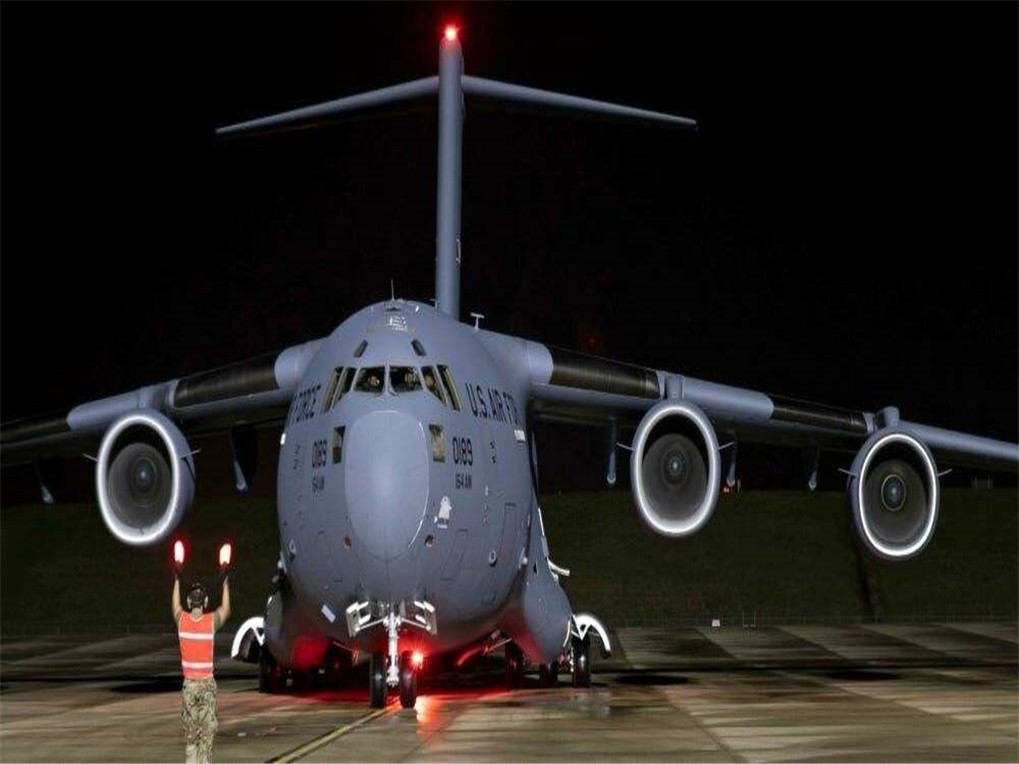 中东美军有异动,300名荷枪实弹大兵从飞机上走出,伊朗:要动手了