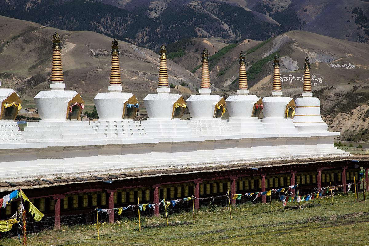 原创             中国人气最旺的4座佛塔,华美圣洁,流金溢彩,游客虔诚祈福之地