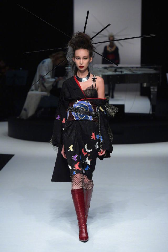 原创             穿贝壳礼裙COS海的女儿,这些元素天马行空,你有勇气挑战吗?