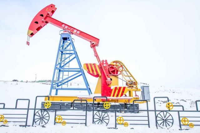 """原创             新疆最""""富有""""的景区,脚底全部是石油,已有近亿年的历史!"""