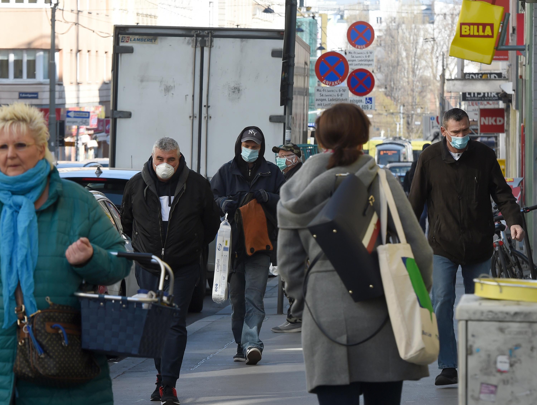 奥地利要求民众必须戴口罩购物