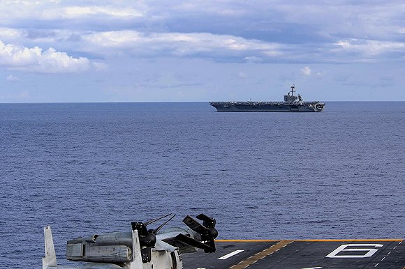 """美军航母""""上百人""""感染却不清船,为什么?"""