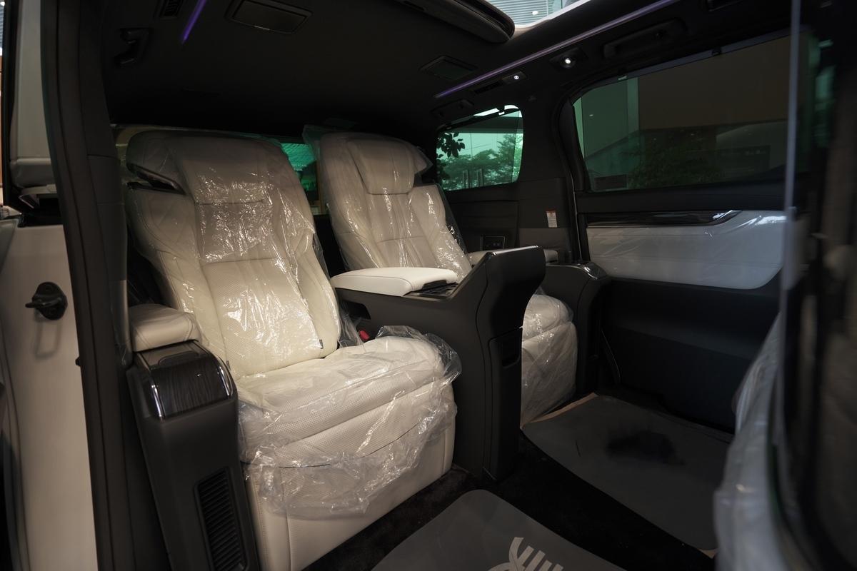 过百万的面包车还抢着要,去看雷克萨斯LM300h实车,值得加价买吗