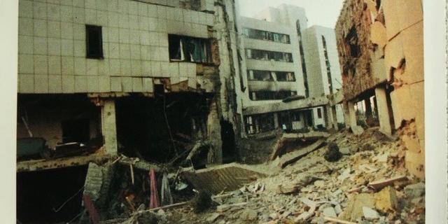 20年前中国大使馆被美军炸毁,我国当时为何没反击?真相催人奋进