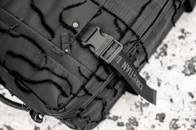 迪奥Dior 暗迷彩旅行系列手袋和旅行袋完美搭配 实用与时尚的融合