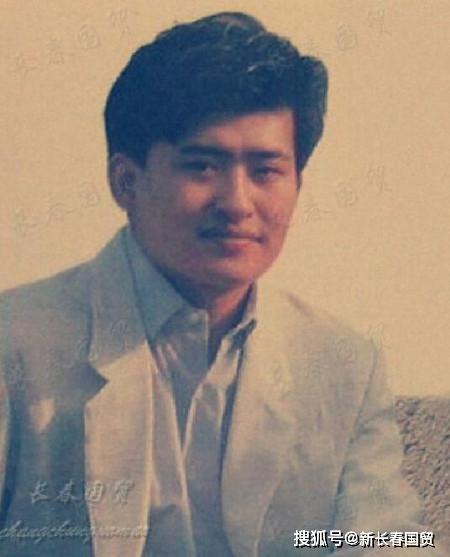 那英和刘欢30年前合影旧照二人搂肩搭背亲密无间