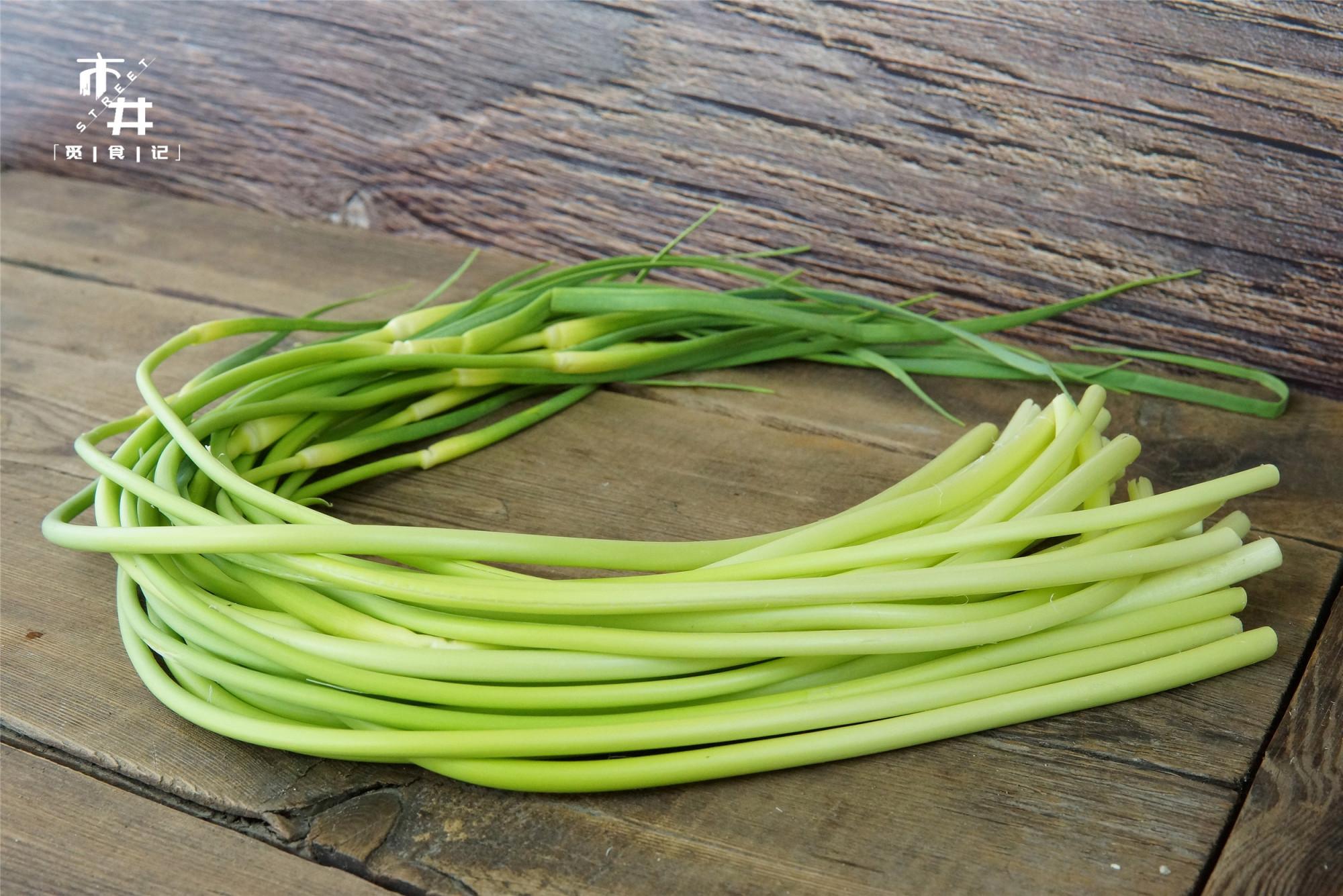 奶奶做的腌蒜苔,一次腌10斤不够吃,酸爽辛香,老一辈做法就是好