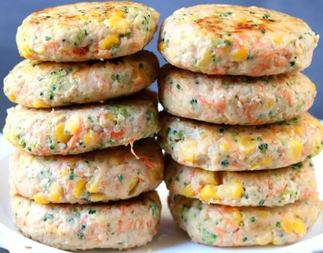 低卡减脂鸡胸蔬菜饼,原来减脂餐也可以这么好吃