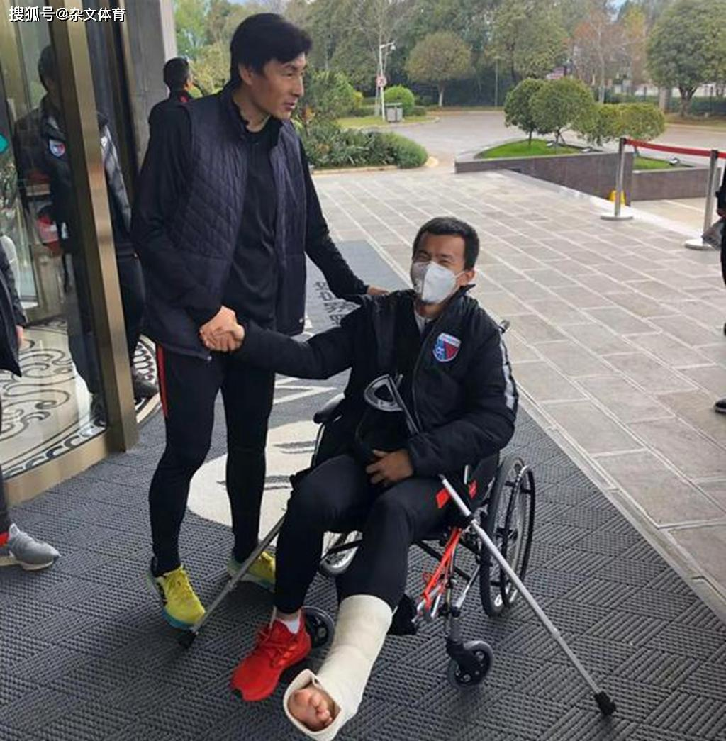 原创             国足悍将仍在德国!重伤后关心球队动态,和李玮锋一样倾尽全力