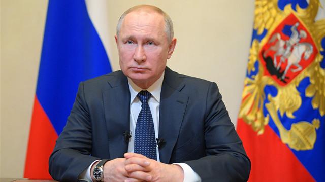 俄罗斯新冠定点医院首席医师确诊,一周前曾与普京握手!