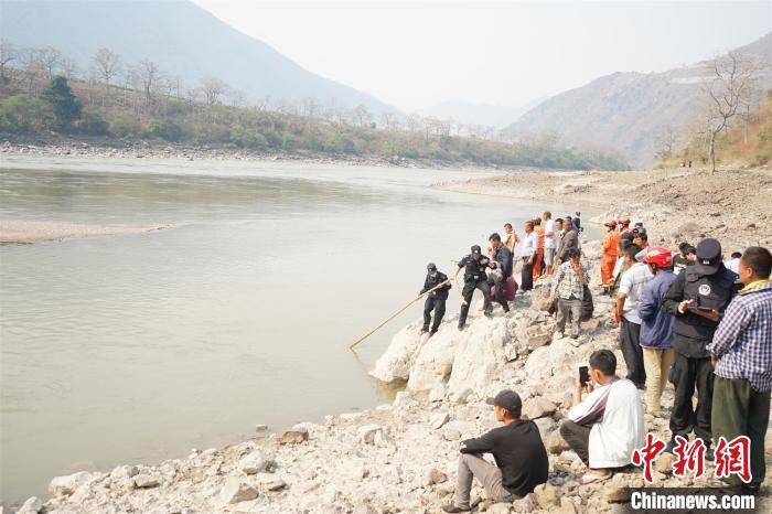 云南怒江一16岁少年营救溺水同伴溺亡多方联合搜救