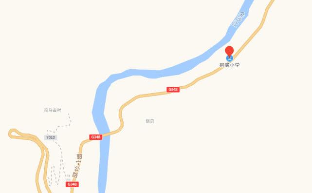 麗江樹底一貨車與轎車相撞,有人亡!目擊者稱疑爆胎所致……