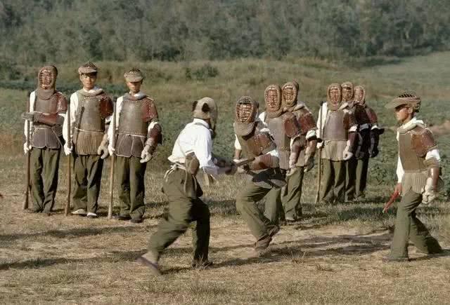 对越作战,我军56半刺刀无敌,却暴露弊病,战后一度忽视刺杀