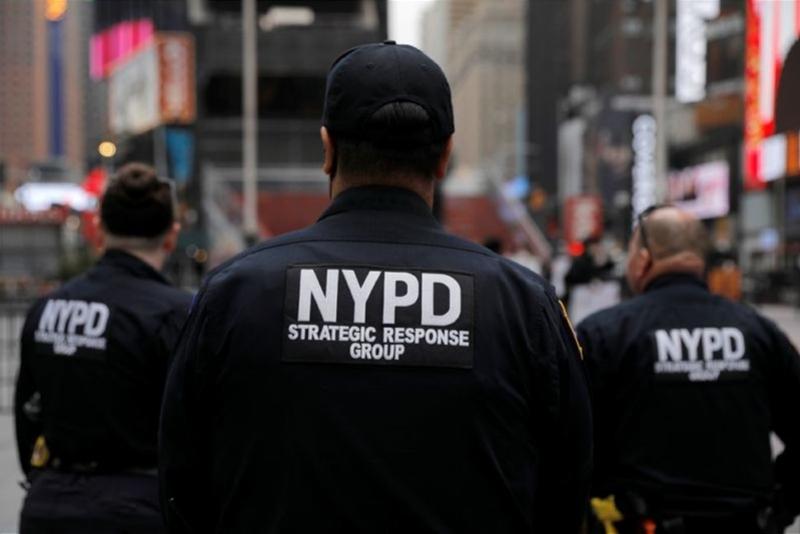 """美国警察""""裸奔"""":有枪无口罩,上千人感染,比""""9·11""""还糟"""