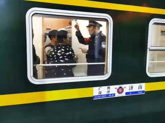 T179次列车乘警于忠元殉职 大学室友:他是我愿意将背后交给他的人