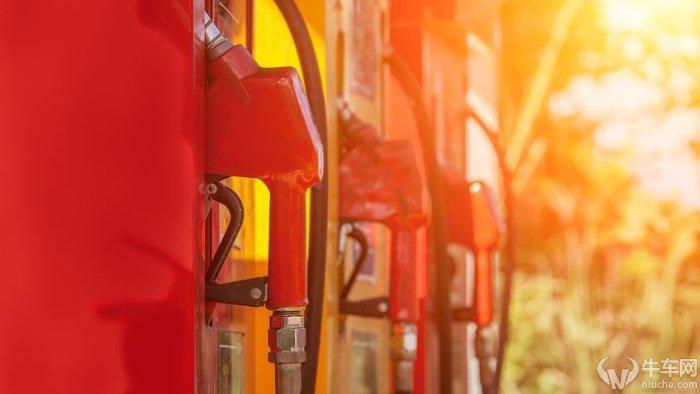 """新一轮油价暂不调整 国内油价""""5元时代""""继续延长"""