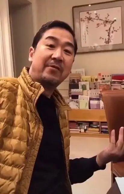 张国立与《康熙微服私访记》众演员聚餐,曝光自家豪宅,据传价值1.5亿_邓婕