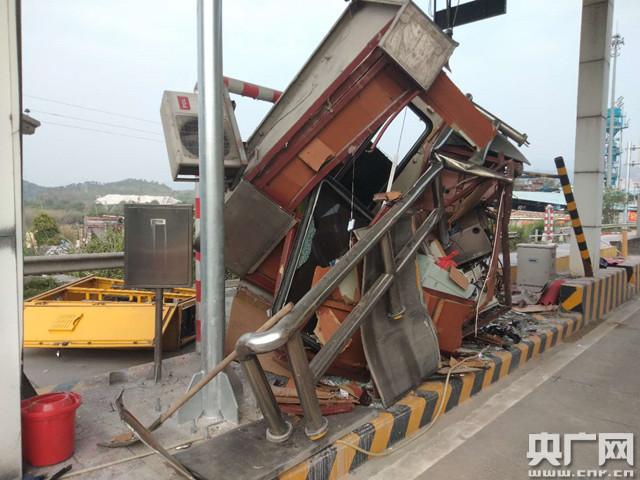 梅河高速上强行冲卡 货车司机被拘10天