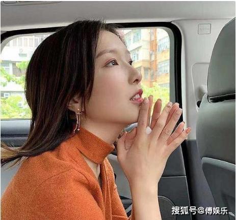 李泽楷新欢郭嘉文发文暗示新恋情,网友:没嫁入豪门就移情别恋了