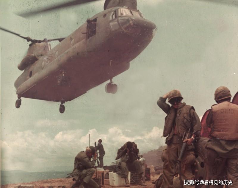 老照片  越南战场上美军的支奴干直升机   中国曾仿造而没成功