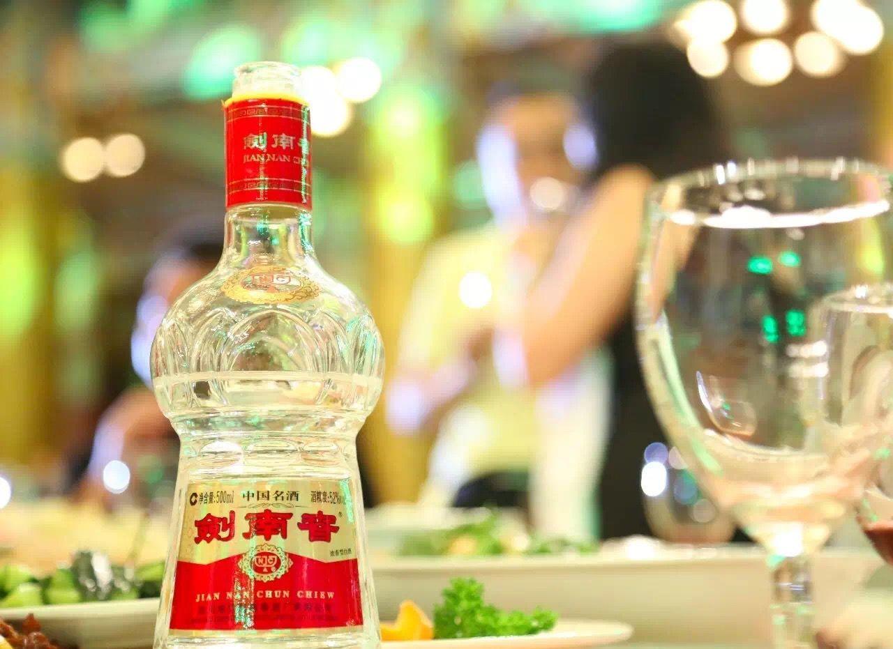 白酒行业迎来首轮涨价,业内:控价意义大于涨价意义