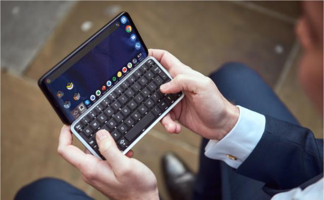 在手机里塞进一部电脑是什么感觉?老外想试试