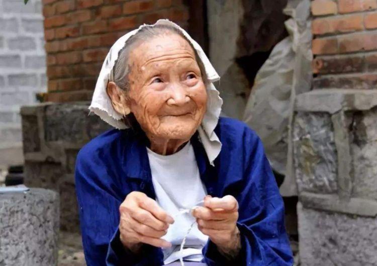 90岁高龄老人长寿心得:远离2种食物,多做1事,长寿更健康