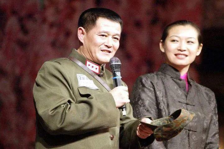 赵本山女儿直言父亲攀高枝,透露年轻时妈妈赚钱多学历高又好看