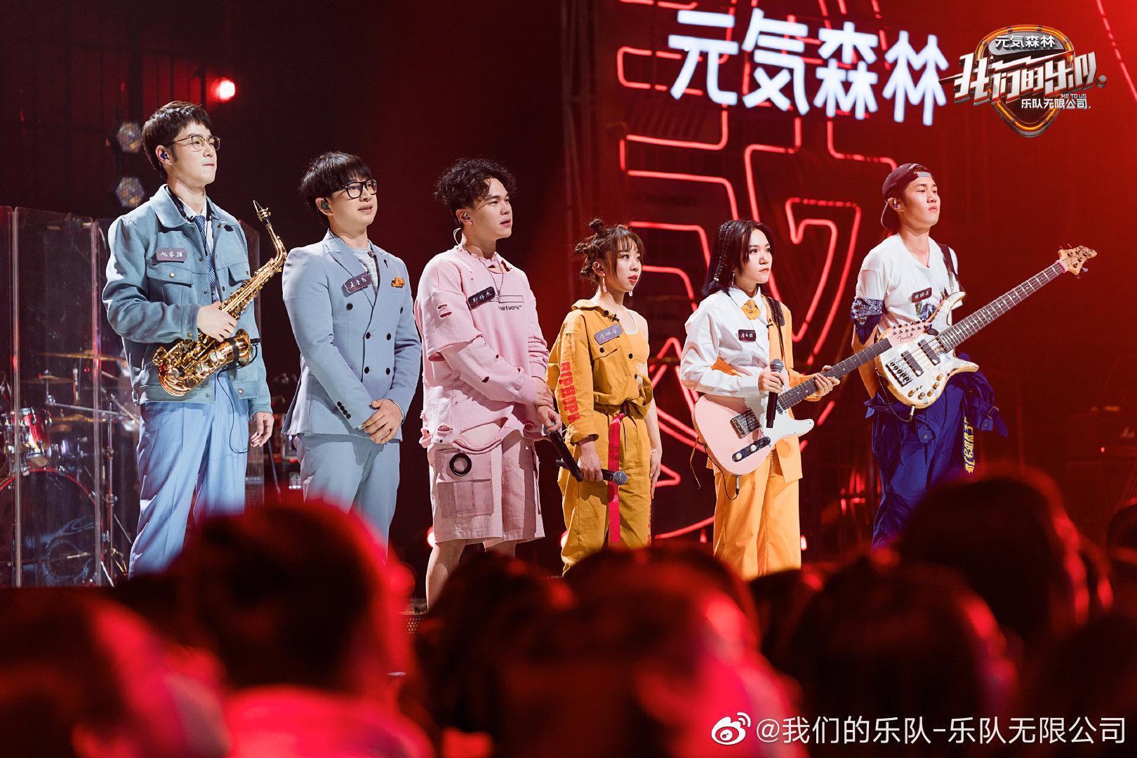 《我们的乐队》新预告出炉:王俊凯主持时犯错,邓紫棋忍不住学他