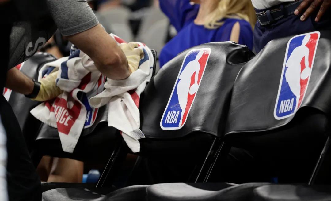 原创             NBA也玩愚人节!利拉德加盟湖人?本人亲自下场辟谣